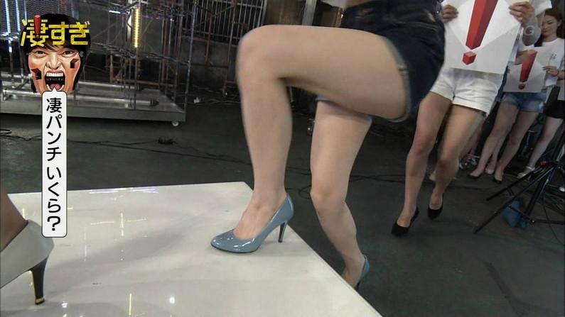【太ももキャプ画像】そりゃこんなに綺麗な脚してたらギリギリまで太もも露出したくなるわなw 09