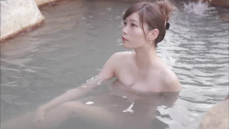 【温泉キャプ画像】バスタオルからハミ乳してる温泉レポってやっぱエロいよなw 08