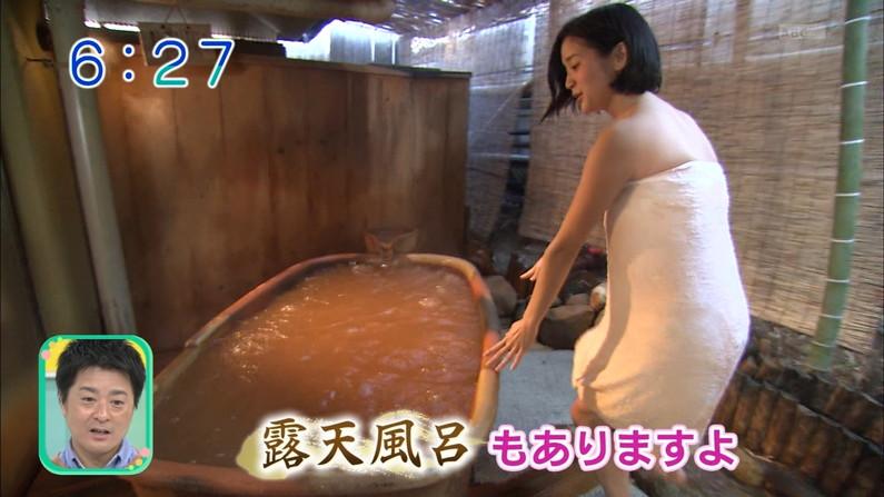 【温泉キャプ画像】バスタオルからハミ乳してる温泉レポってやっぱエロいよなw 11