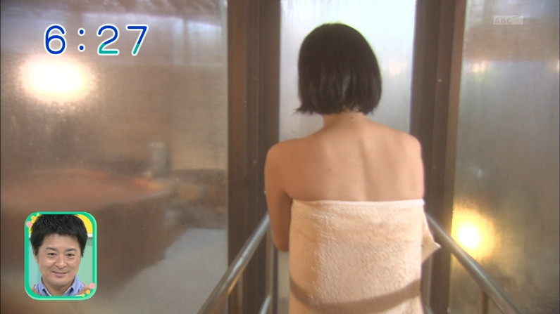 【温泉キャプ画像】バスタオルからハミ乳してる温泉レポってやっぱエロいよなw 14