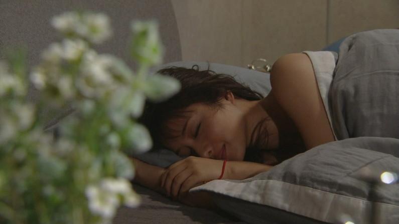 【寝顔キャプ画像】こんな可愛い寝顔した女の子が隣に寝てたら絶対悪戯しちゃうよなw 21