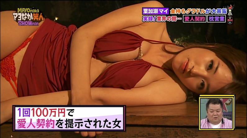 【胸ちらキャプ画像】エロい谷間が気になる、テレビに映る巨乳のタレント達w 05