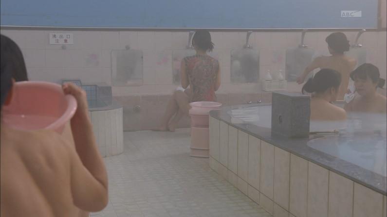 【温泉キャプ画像】エロいオッパイ半分出しながら温泉レポする巨乳タレント達w 06