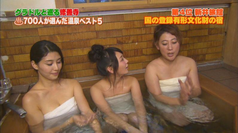 【温泉キャプ画像】エロいオッパイ半分出しながら温泉レポする巨乳タレント達w 10