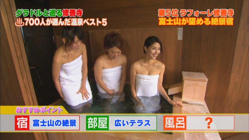 【温泉キャプ画像】エロいオッパイ半分出しながら温泉レポする巨乳タレント達w 13