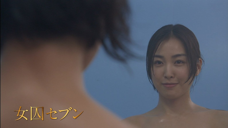 【温泉キャプ画像】エロいオッパイ半分出しながら温泉レポする巨乳タレント達w 14