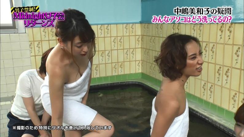 【温泉キャプ画像】エロいオッパイ半分出しながら温泉レポする巨乳タレント達w 17