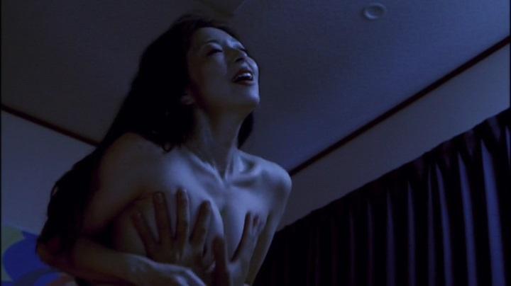 【濡れ場キャプ画像】今じゃあんな大女優まで昔は乳首丸出しにして濡れ場演じてたんだww 15