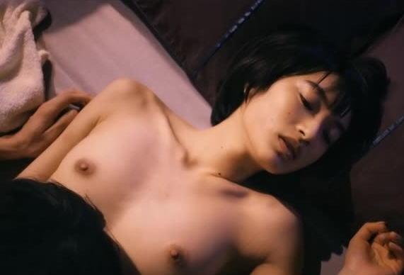 【濡れ場キャプ画像】今じゃあんな大女優まで昔は乳首丸出しにして濡れ場演じてたんだww 16