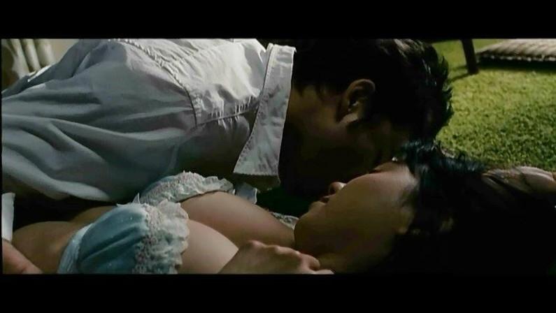 【濡れ場キャプ画像】今じゃあんな大女優まで昔は乳首丸出しにして濡れ場演じてたんだww 22