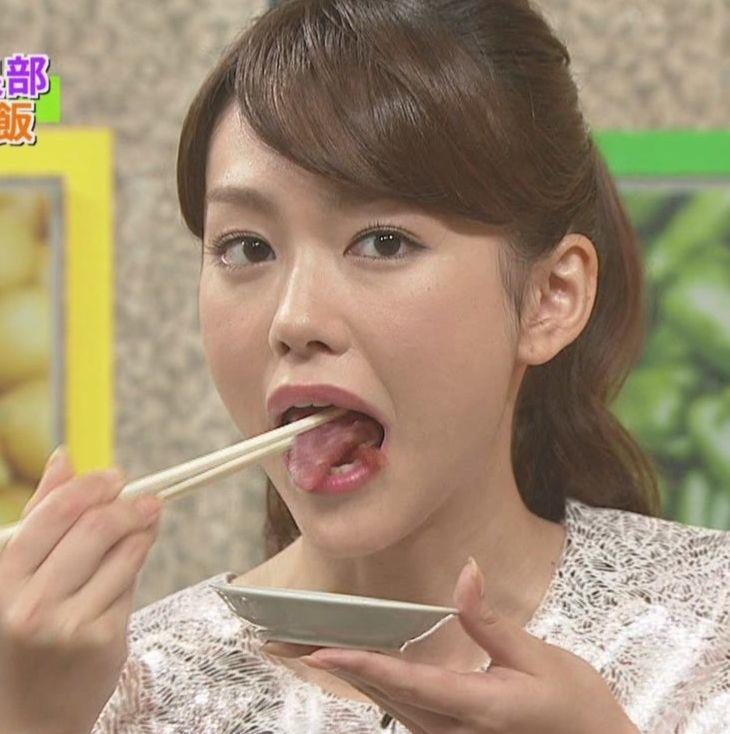 【疑似フェラキャプ画像】食レポの時になるとフェラしてる時の顔そっくりになっちゃうタレント達w 22