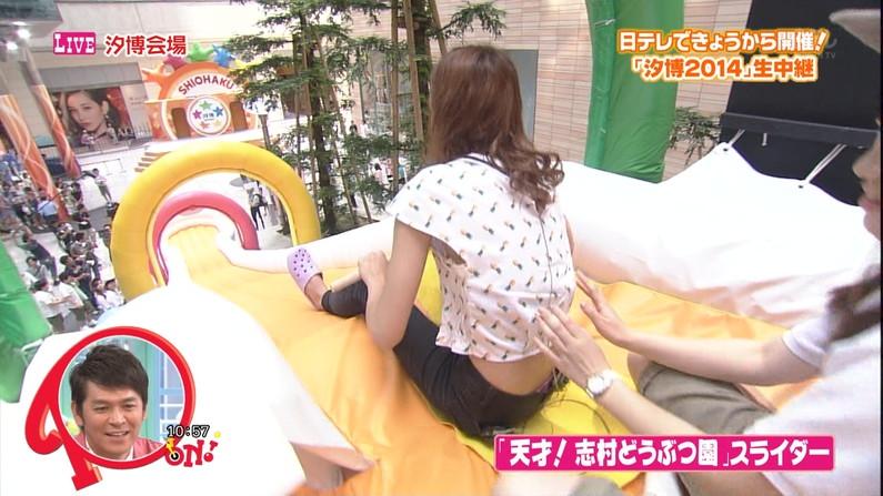 【パンチラキャプ画像】ミニスカートから見える魅惑の▼ゾーンが気になってテレビにかじりつきww 03