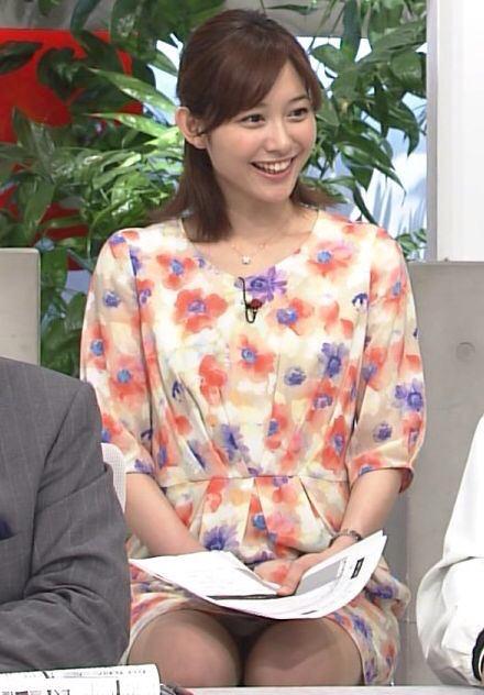 【パンチラキャプ画像】ミニスカートから見える魅惑の▼ゾーンが気になってテレビにかじりつきww 05