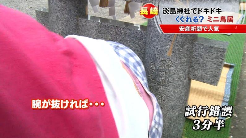 【パンチラキャプ画像】ミニスカートから見える魅惑の▼ゾーンが気になってテレビにかじりつきww 07