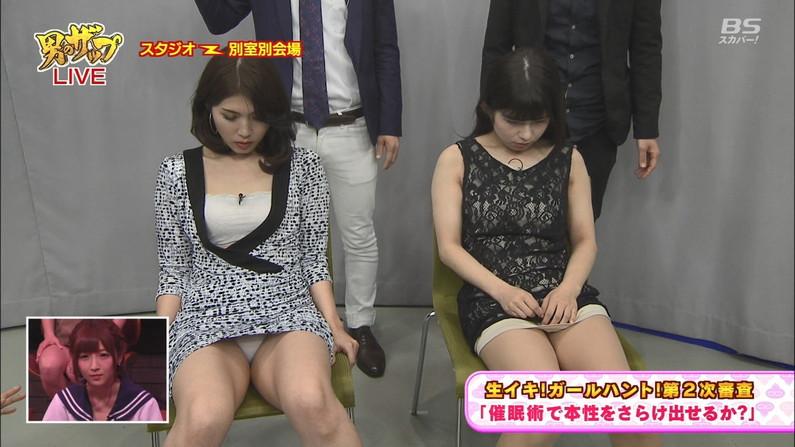 【パンチラキャプ画像】ミニスカートから見える魅惑の▼ゾーンが気になってテレビにかじりつきww 11