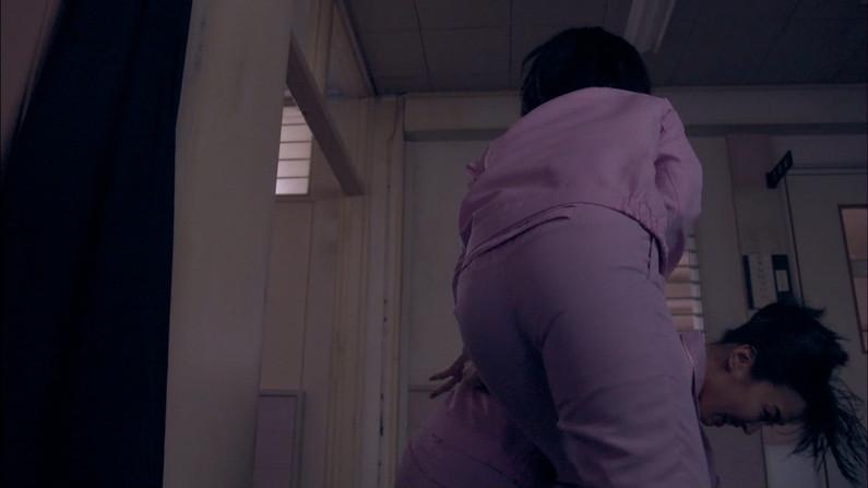 【お尻キャプ画像】ピッチリズボンがお尻に食い込みまくてtパンツラインまで見えちゃう女子アナ達w 18
