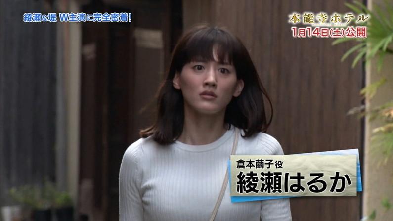 【着衣オッパイキャプ画像】ニットセーター着て巨乳を強調するタレント達w 01