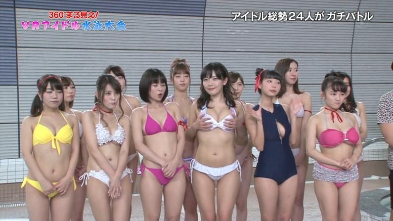 【水着キャプ画像】巨乳アイドルがビキニ姿で登場したらもちろんポロリ期待するよなw 06