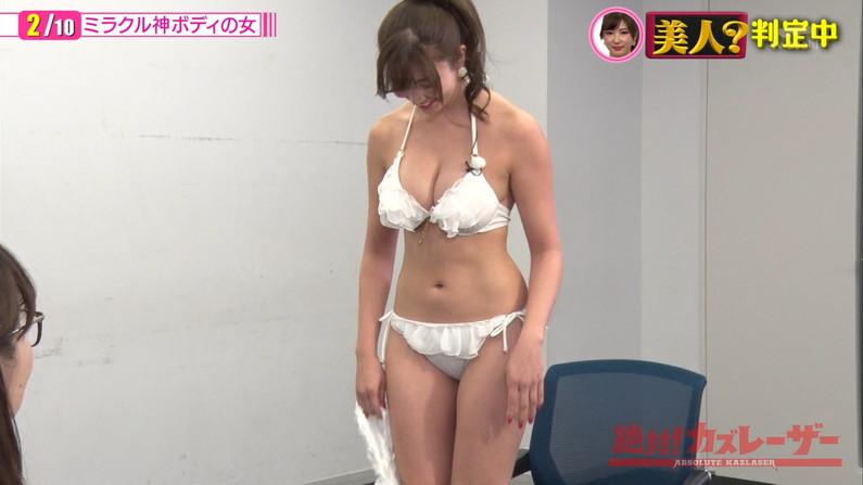 【水着キャプ画像】巨乳アイドルがビキニ姿で登場したらもちろんポロリ期待するよなw 21