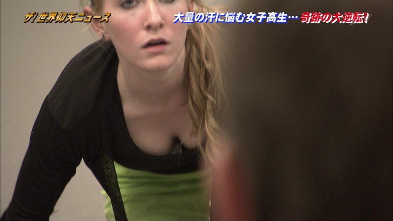 【胸ちらキャプ画像】これからどんどんテレビで胸ちたらするタレントが増えてくるんだろうなぁww 07
