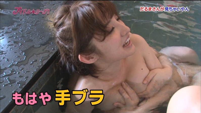 【手ブラキャプ画像】テレビで手ブラして出てくる美女達の指の隙間から見えそうな乳首w 19