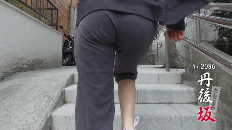 【お尻キャプ画像】ピタパン履いた女子アナ達をバックアングルから視姦したくなる気持ち分かるだろ?w 05