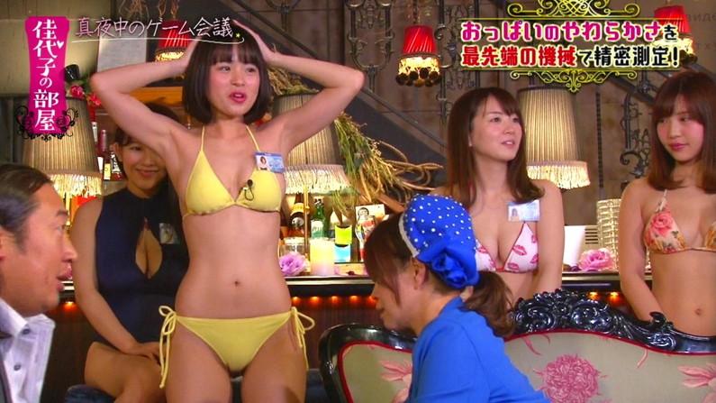 【水着キャプ画像】やっぱり巨乳のタレントが水着着てテレビに出てたらポロリ期待するよなw 11