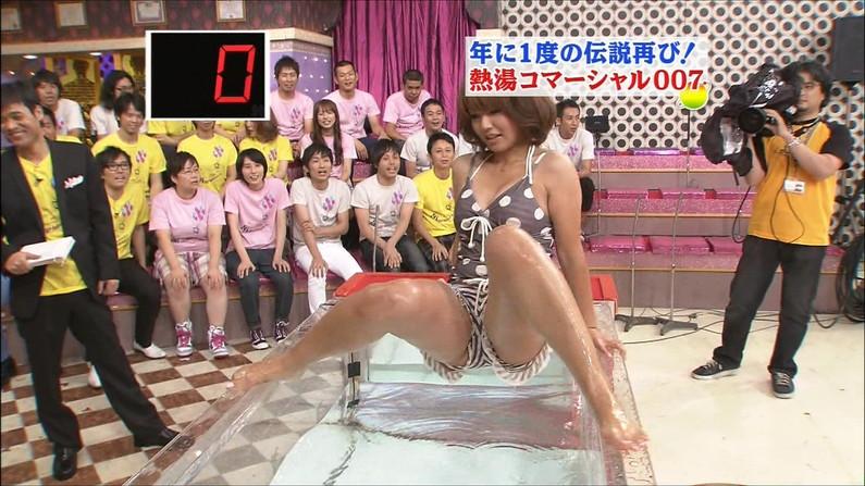 【開脚キャプ画像】テレビなのに思いっきりお股広げちゃってパンツの中身まで見えそうww