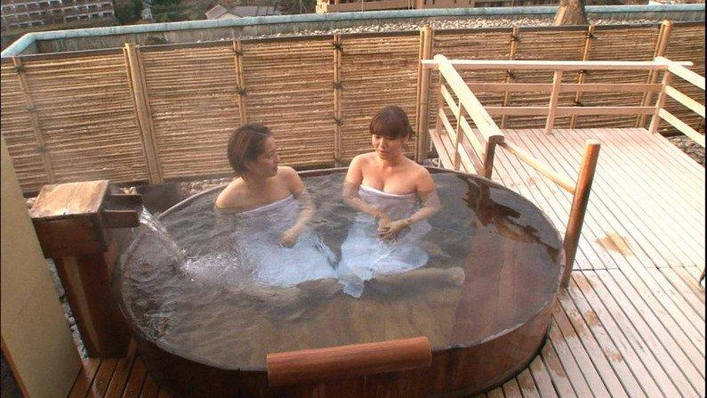 【温泉キャプ画像】いつもバスタオルがはだけろ!と願いを込めて見てしまう温泉レポw 17