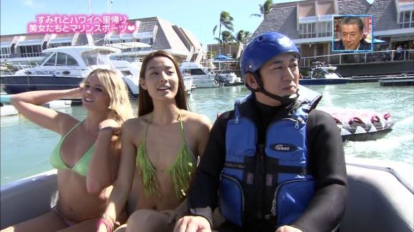 【水着キャプ画像】テレビに映る水着からはみ出す乳房がエロすぎる美女達w 15