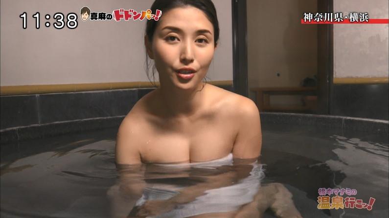 【温泉キャプ画像】温泉レポ見てるとやっぱりバスタオルからはみ出る乳房って気になるよなw 01