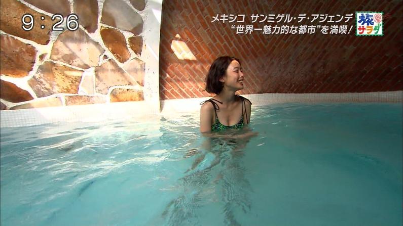 【水着キャプ画像】今年もそろそろ新作の水着着た美女がテレビに映るころじゃないか?w 12