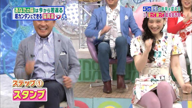 【パンチラキャプ画像】テレビで油断したタレントさんのパンツが見えちゃってるぞw 05