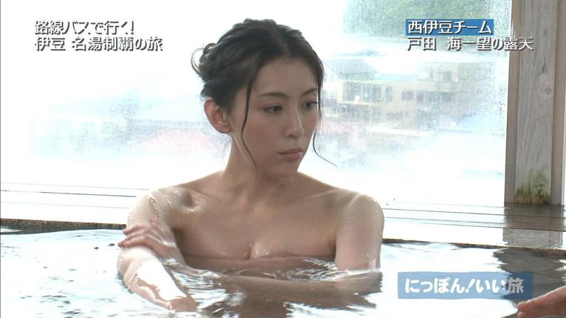 【温泉キャプ画像】ハミ乳しながら温泉番組に出て来る美女達ww 01