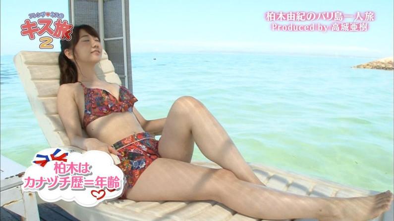 【水着キャプ画像】乳房がこぼれそうな水着きてテレビに出るもんだからポロリは期待するよねw 15