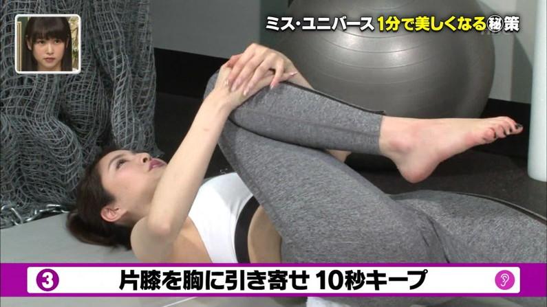 【マン筋キャプ画像】テレビに出てる美女達のマ〇コにくっきり筋がww 14