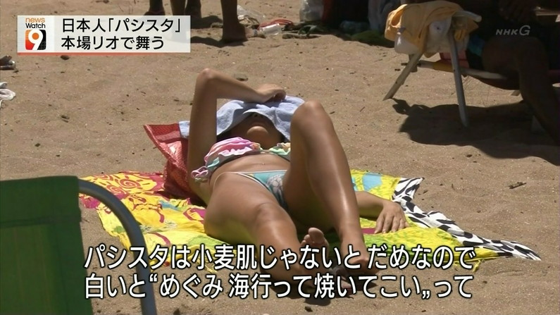 【マン筋キャプ画像】テレビに出てる美女達のマ〇コにくっきり筋がww 23