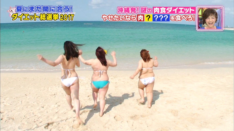 【お尻キャプ画像】水着姿でテレビに出てくるタレント達のはみ出したお尻がエロすぎるw 14