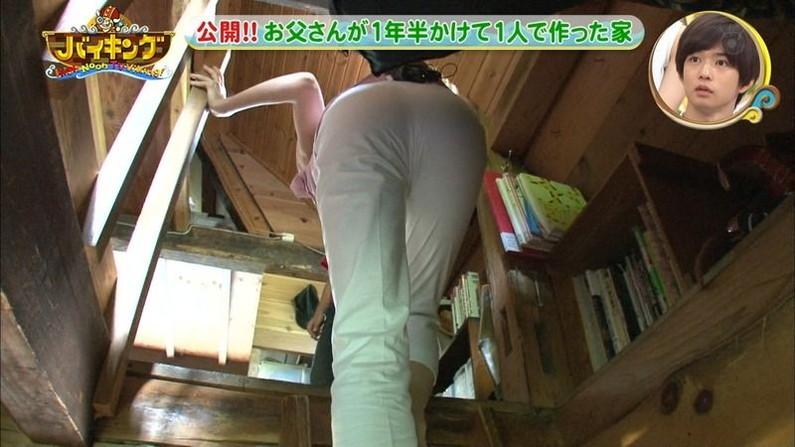 【お尻キャプ画像】デッカイお尻にズボンが食い込んでお尻の割れ目くっきりなってるタレント達w 19