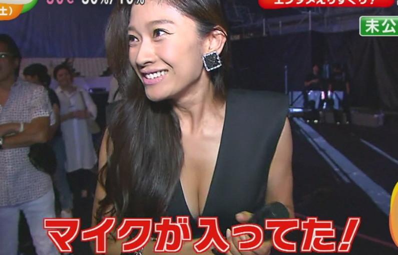 【胸チラキャプ画像】今のタレント達はどんなけ胸ちらするかでテレビに出れるか決まるみたいww 04