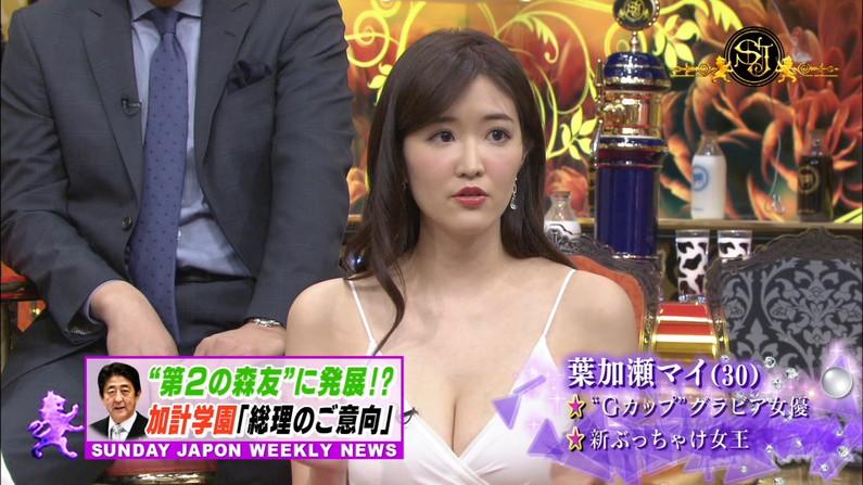 【胸チラキャプ画像】今のタレント達はどんなけ胸ちらするかでテレビに出れるか決まるみたいww 09