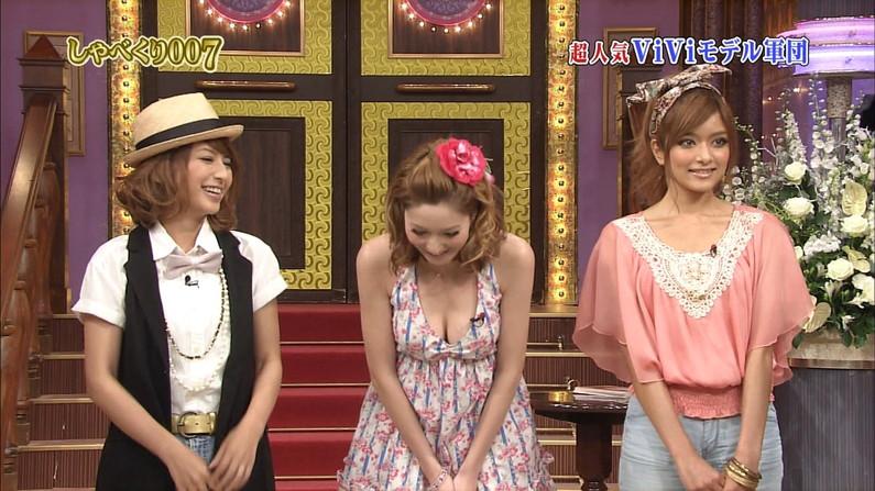 【胸チラキャプ画像】今のタレント達はどんなけ胸ちらするかでテレビに出れるか決まるみたいww 12
