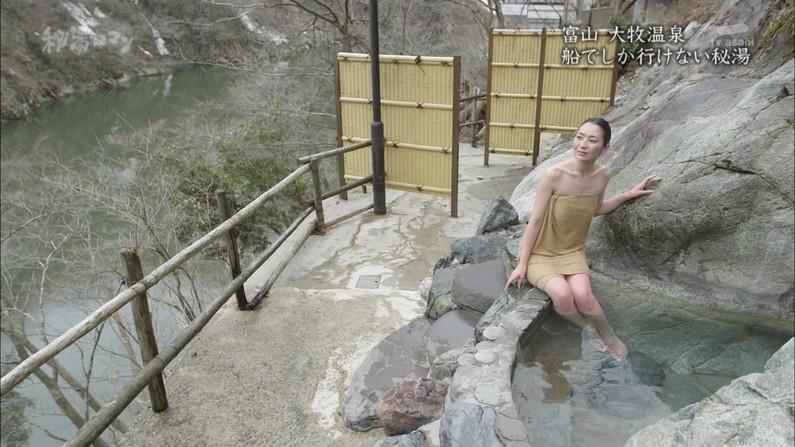 【温泉キャプ画像】バスタオルで余計に谷間を強調させる温泉レポww 21