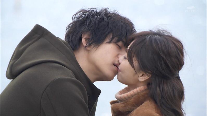 【キスキャプ画像】テレビ見てるとドキッとしちゃうキス顔やキスシーンw 20
