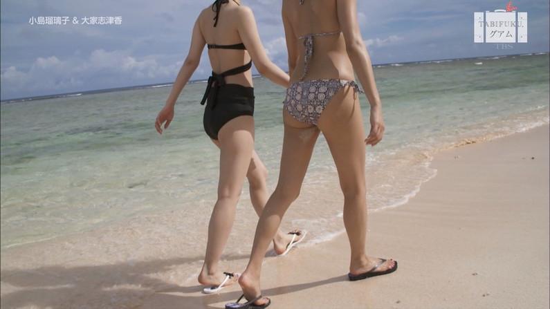 【お尻キャプ画像】テレビに映るタレント達のお尻に食い込む水着がエロくてハミ尻しまくってるぞw