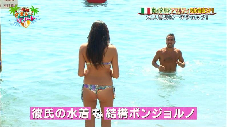 【お尻キャプ画像】テレビに映るタレント達のお尻に食い込む水着がエロくてハミ尻しまくってるぞw 10