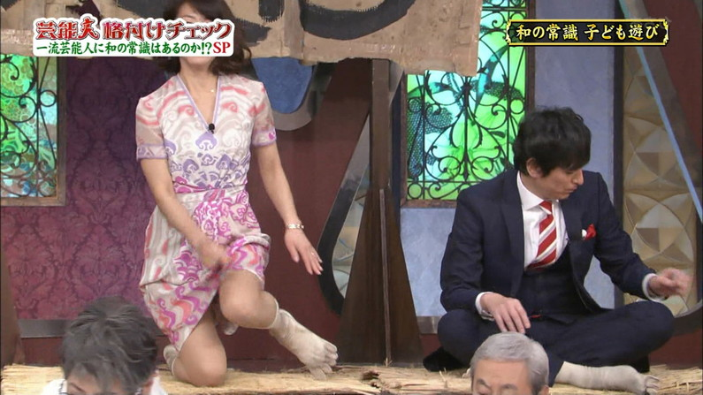 【パンチラキャプ画像】テレビ見てたらミニスカ履いたタレント達が生パン見えちゃってるもんだからw 05