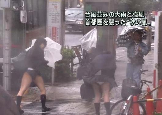 【パンチラキャプ画像】テレビ見てたらミニスカ履いたタレント達が生パン見えちゃってるもんだからw 07