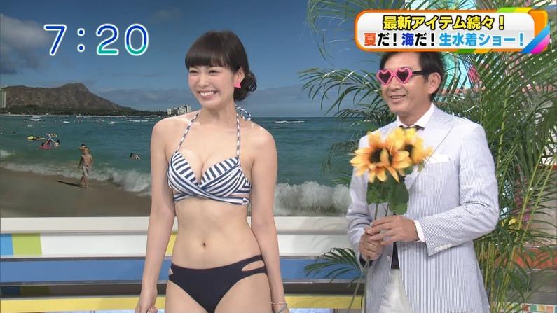 【水着キャプ画像】水着からオッパイがこぼれんばかりの美女がテレビに映ってるぞww 06