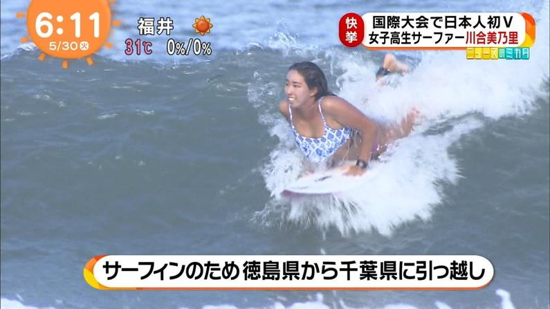 【水着キャプ画像】水着からオッパイがこぼれんばかりの美女がテレビに映ってるぞww 18